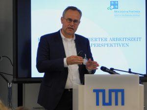 Foto: Dr. Thomas Moldzio bei seinem Vortrag an der TU München