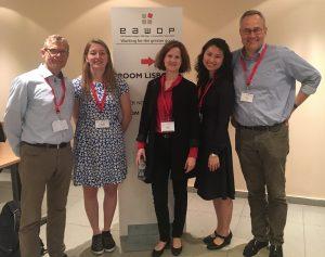 Foto: Nach dem Symposium die fünf Vortragenden Prof. Dr. Jörg Felfe, Wendy de Leng, Dr. Ellen Schmid, Dr. Lisa Kim und Dr. Thomas Moldzio (es fehlt Prof. Dr. Marise Born).
