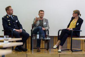 Foto (v. l.): Uwe Weber, Pastor Jan Roßmanek, Dr. Martina Böge